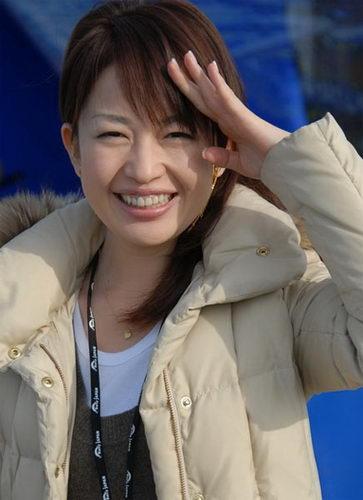 图文:世乒赛日本美女主播助阵 素颜也很漂亮