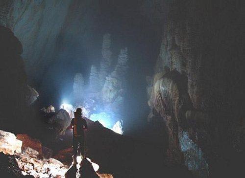 英国探险家在越南发现世界上最大洞穴