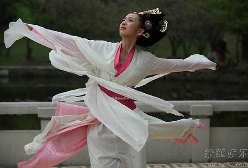 《母仪天下》高难度舞蹈 佟丽娅拒用替身亲上阵