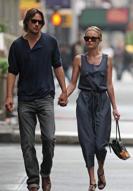 凯特-波茨沃斯与男友街头漫步