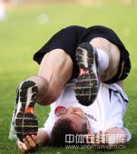 图文:[中超]长春备战北京 老外独特造型
