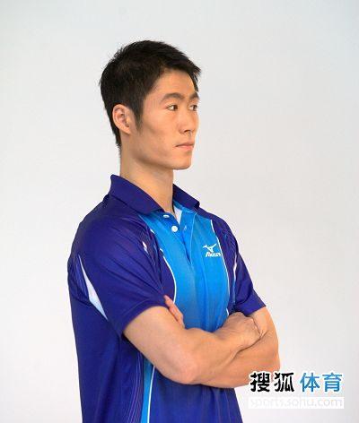 图文:国乒拍广告酷劲十足 王励勤双目斜视
