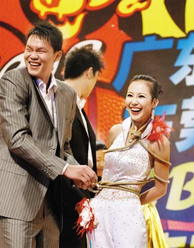 朱芳雨参加魔术表演
