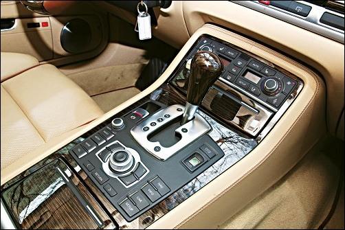 对比宝马740Li 奔驰S350与奥迪A8L 4.2