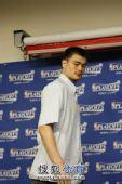 图文:[NBA季后赛]火箭战湖人 姚明到场