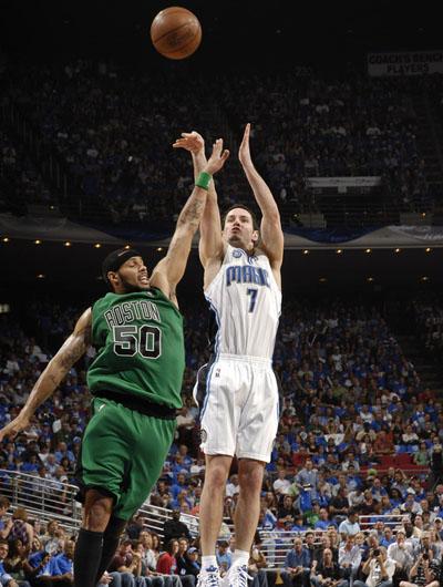 图文:[NBA]魔术VS凯尔特人 雷迪克跳投