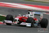 图文:F1西班牙站排位赛 特鲁利驶过弯道