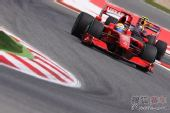 图文:F1西班牙站排位赛 马萨准备入弯