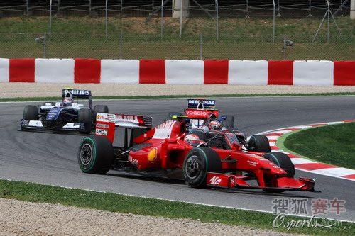 图文:F1西班牙大奖赛正赛 莱科宁在比赛中
