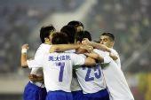 图文:[中超]河南1-3山东 鲁能庆祝进球