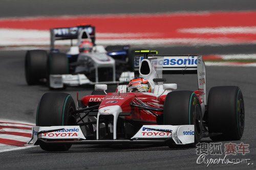图文:F1西班牙大奖赛正赛 格洛克驶过连续弯