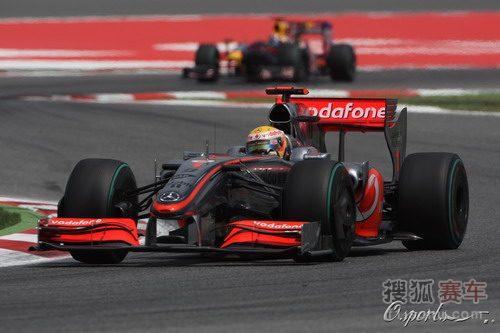 图文:F1西班牙大奖赛正赛 汉密尔顿在比赛中