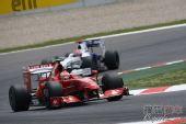图文:F1西班牙大奖赛正赛 莱科宁在弯道中