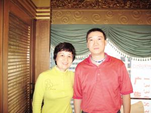 成应华(右)和重庆康德主教练林萍君
