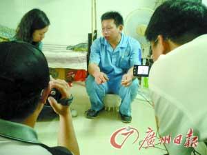 梁丽的丈夫刘建华在接受本报和大洋网记者的采访。