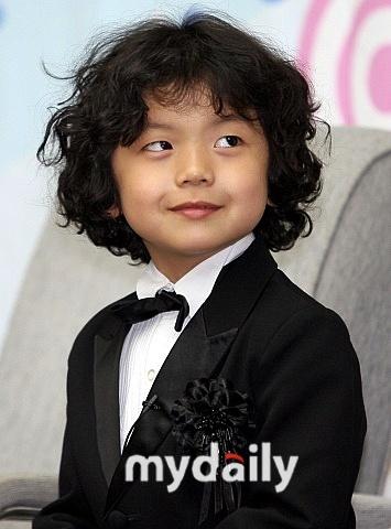 王锡贤/童星王锡贤将成为韩国影坛年纪最小的配音演员