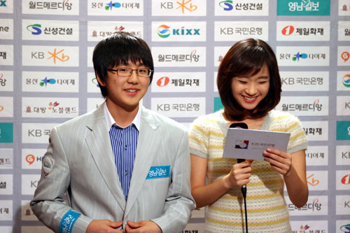 金志锡(左)