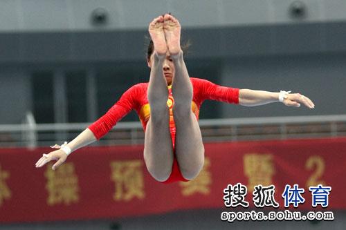 女子高低杠冠军被浙江选手江钰源夺得