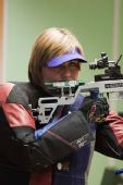 图文:德国站女子10米气步枪 卡尔娜在比赛中