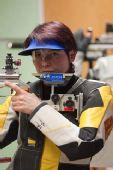 图文:德国站女子10米气步枪 普菲尔施弗特严肃