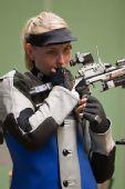 图文:德国站女子10米气步枪 金发美女高斯