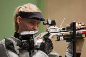 图文:德国站女子10米气步枪 高斯在比赛中