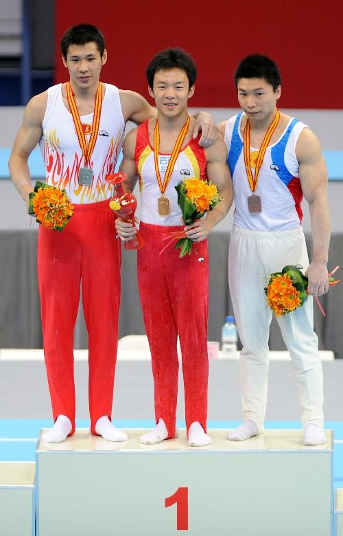 图文:体操全锦赛单项决赛 郭伟阳获得单杆冠军