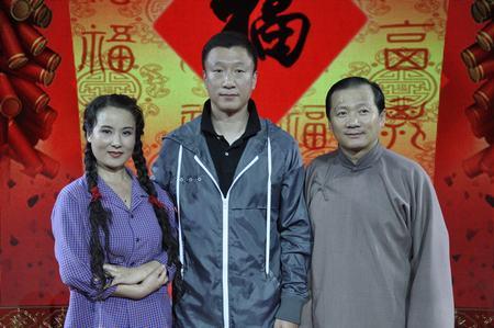 """与唐鉴军和""""谋女郎""""王小华合影"""