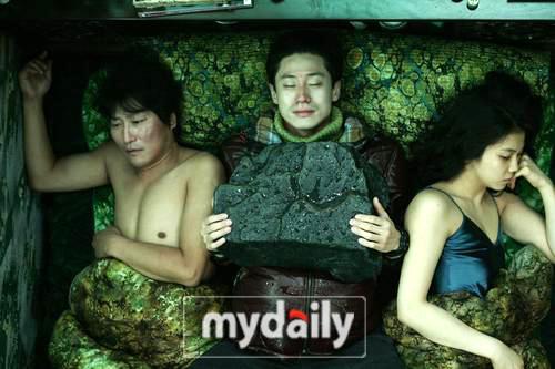《蝙蝠》韩国遭质疑戛纳获好评 观众突破两百万