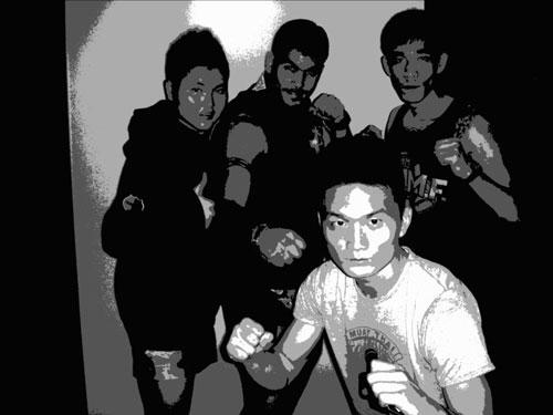 三选手泰国挑战泰拳 无惧生死夺冠赢得尊重图片