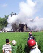 图:印尼一架军用运输机坠毁 数十人丧生