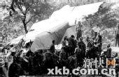 印尼军机坠毁96人死 撞毁民宅起火冲入稻田(图)