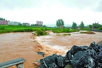 昨日,郴州市苏仙区坳上镇部分农田被淹。自19日起,郴州连降大到暴雨,部分乡镇的农作物被淹。新华社发(李细万 摄)