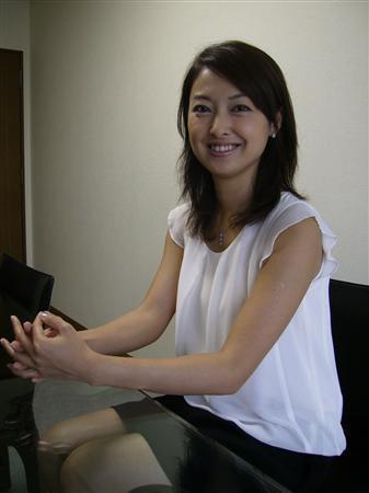 美女主播山田玲奈与大学学长迈入婚姻殿堂