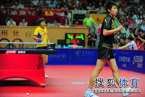 图文:乒乓球亚洲杯女单决赛 郭跃获胜夺冠