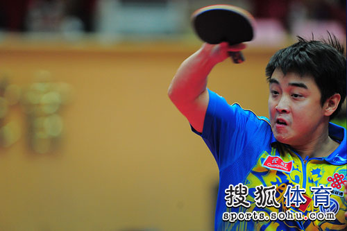 图文:乒乓球亚洲杯男单决赛 王皓正手扣杀