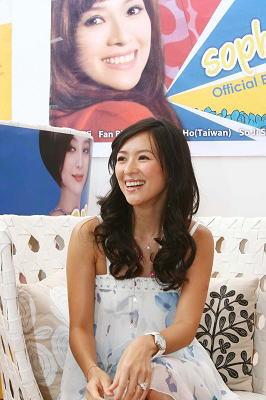 章子怡昨日在戛纳接受华语媒体采访