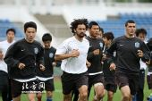 图文:[中超]天津长春踩场 曹阳托马西领跑