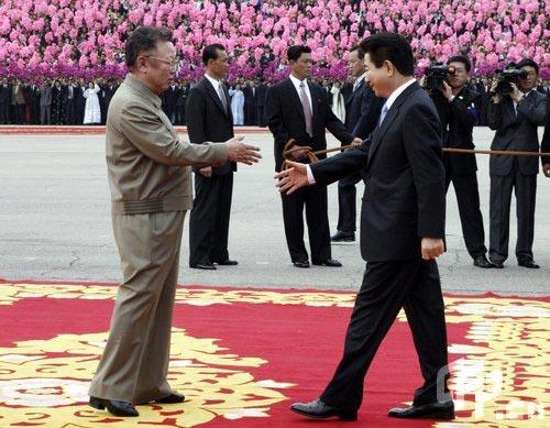 7年10月3日韩国总统卢武铉与朝鲜最高领导人金正日在平壤举行两轮图片