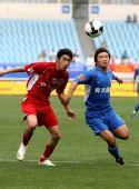 图文:[中超]江苏4-0重庆 王扬对抗赵和靖