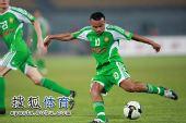 图文:[中超]北京3-1青岛 马丁内斯盘带