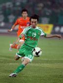 图文:[中超]北京3-1青岛 杨昊拔脚怒射