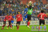 图文:[中超]上海2-0河南 曾诚空中揽月