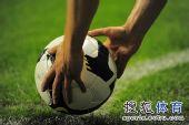 图文:[中超]上海2-0河南 这是谁的手