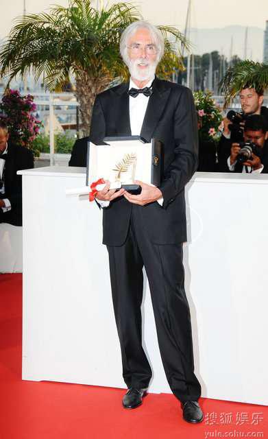 《白丝带》获金棕榈大奖,导演迈克尔狂喜