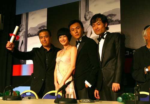 《春风》剧组代表编剧领奖