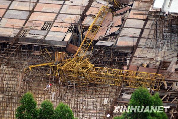柳州发生一起塔吊倒塌事故
