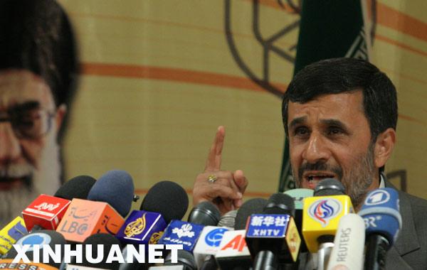 5月8日,在伊朗首都德黑兰,伊朗现任总统艾哈迈迪-内贾德在内政部