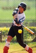 图文:全国女子垒球冠军杯 广东选手击球