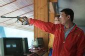 图文:男子50米手枪慢射决赛 石兴隆举枪射击
